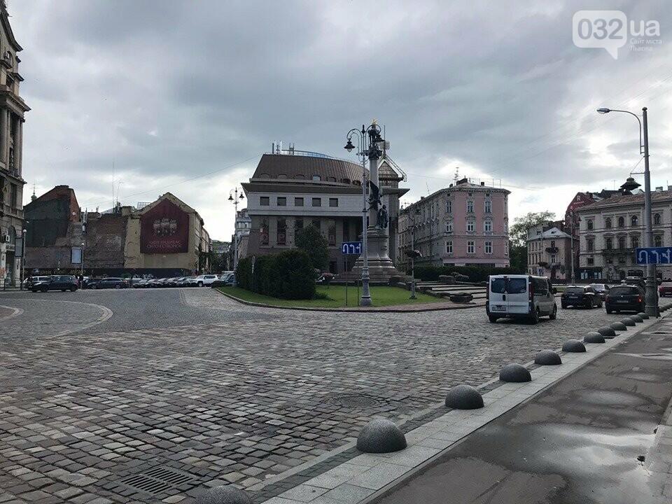 Площа Міцкевича, 10