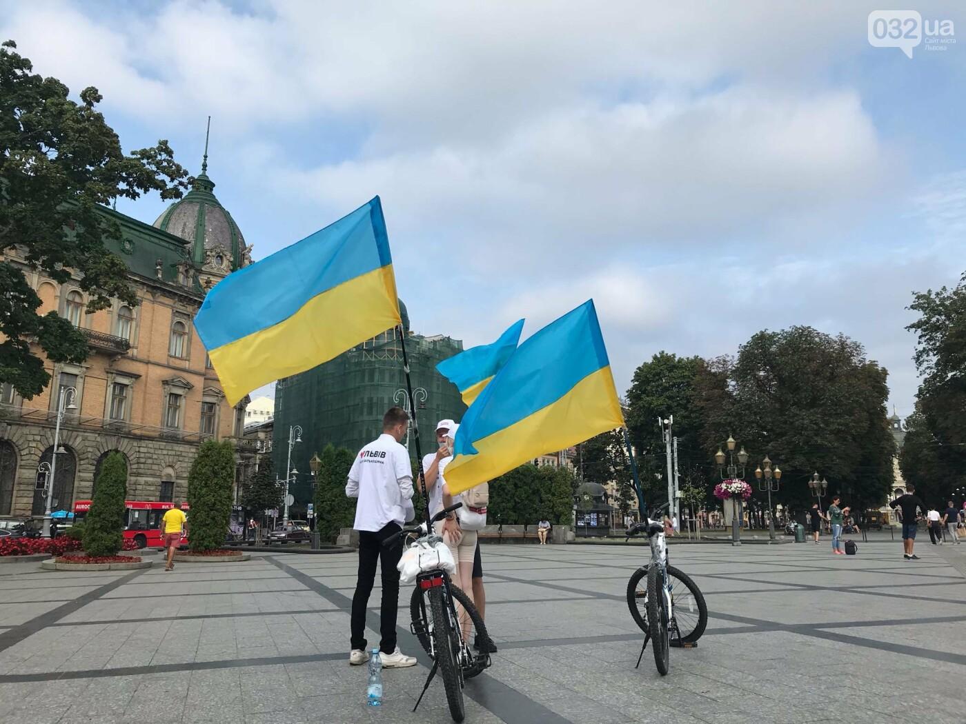 Забіг з прапорами до Дня Державного прапора у Львові. Фото - 032.ua