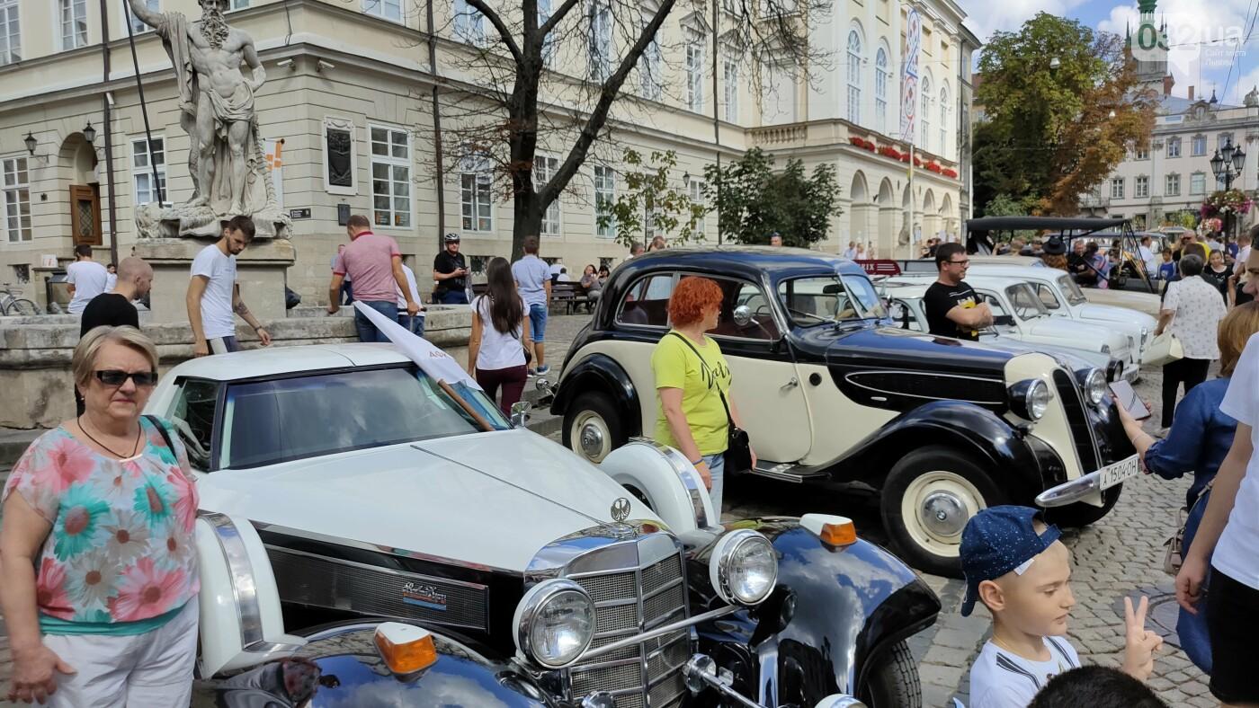 Виставка ретро-атомобілів на площі Ринок, фото 032.ua