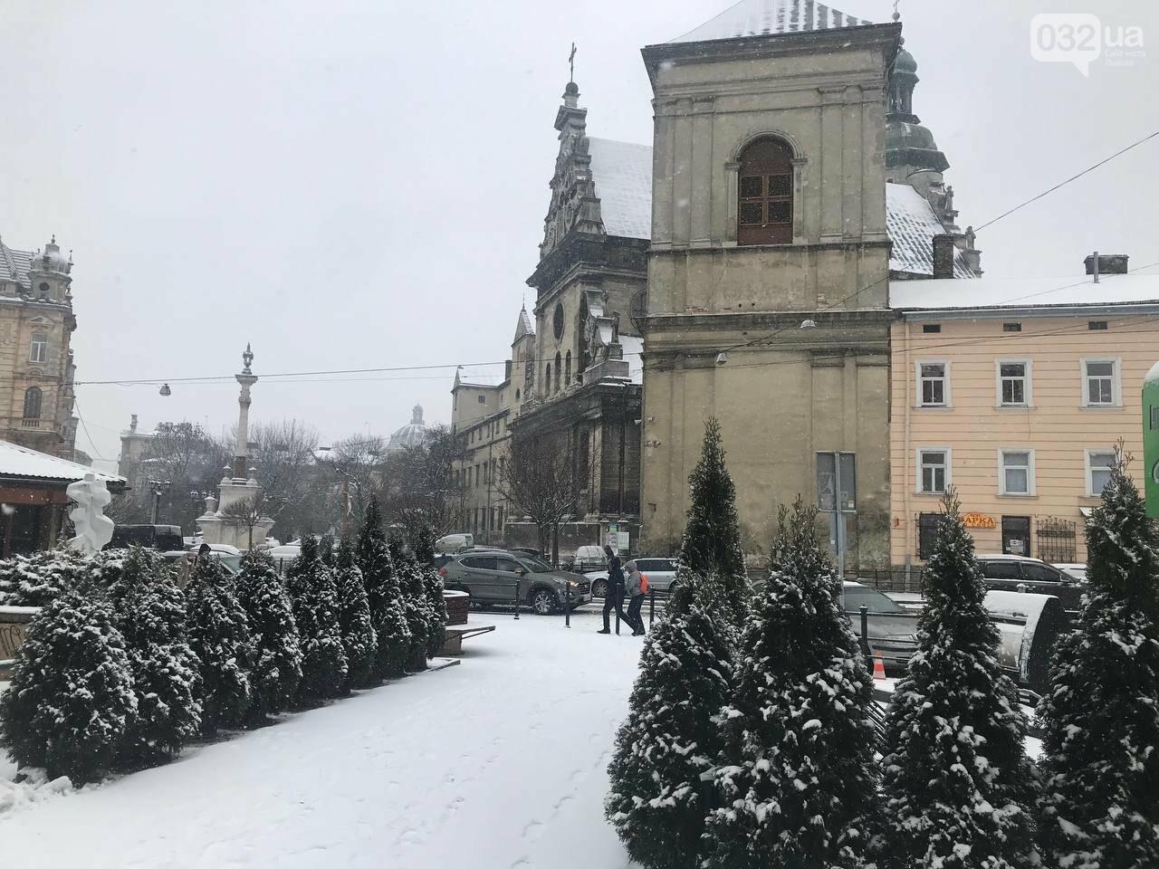 У Львові засніжило: центральні вулиці міста, Фото: 032.ua