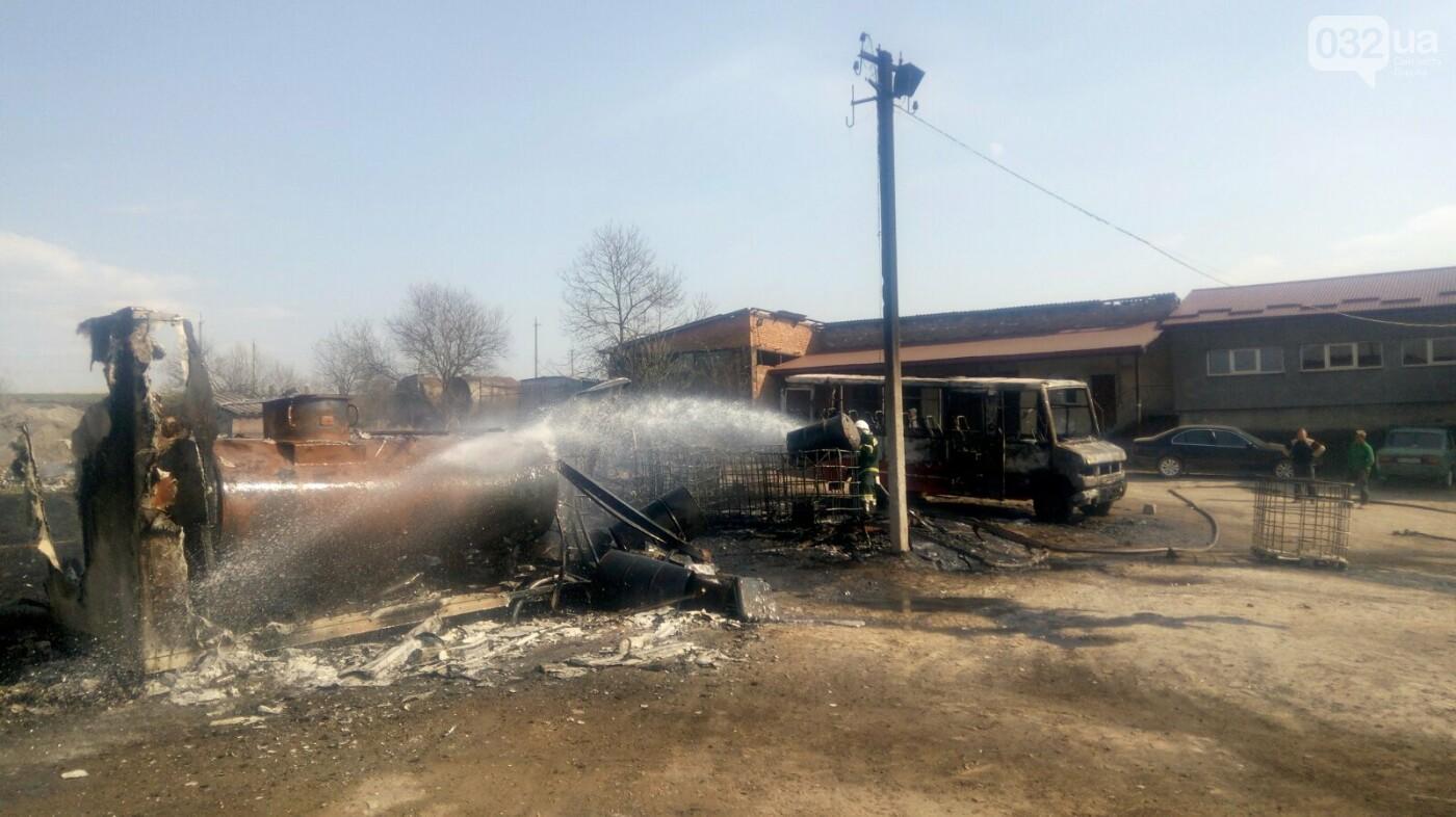 Вогонь знищив три автобуси