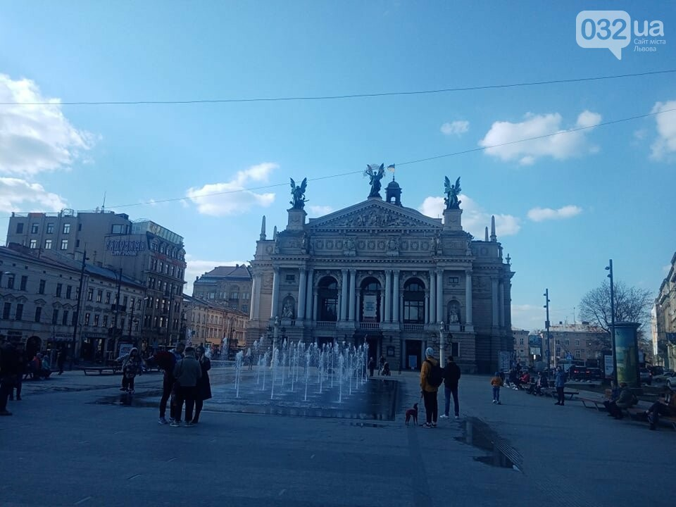 Фонтан біля Львівської опери, Фото: 032.ua