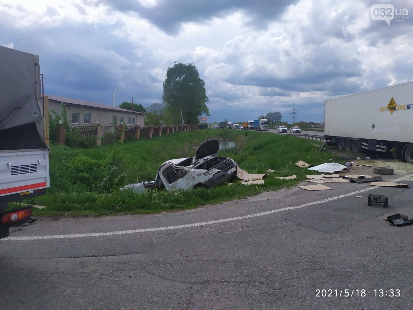 """На Львівшині дві фури розчавили мікроавтобус, - ФОТО, фото-1, Фото: """"Варта 1"""""""