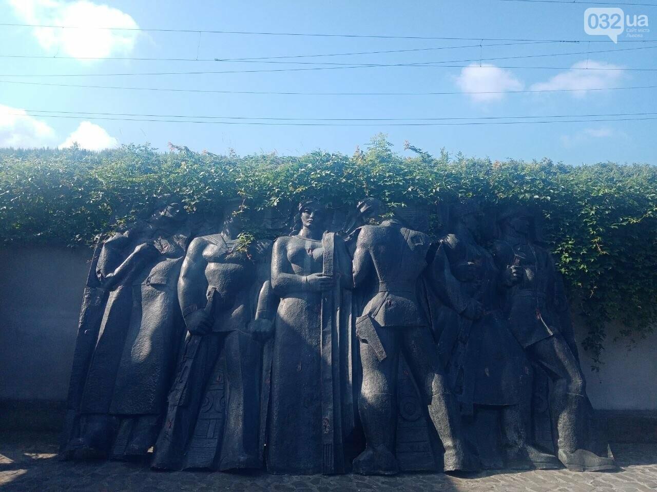 """""""Переселені"""" в музей """"Територія Терору"""" елементи Монументу слави, Фото: 032.ua"""