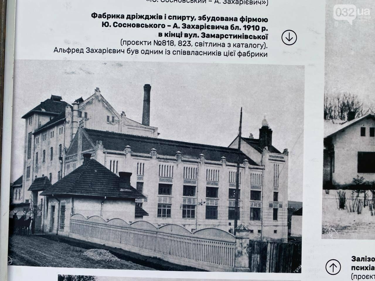 На пл. Ринок встановили стенди до 150-річчя з дня народження Альфреда Захарієвича, Фото: 032.ua