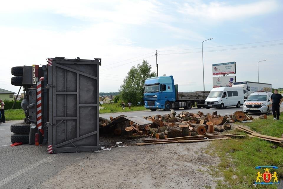 З'явилися фотографії з місця жахливої ДТП, яка сталася на кільцевій дорозі Львова, фото-2