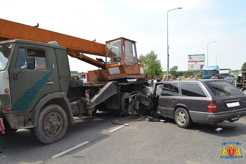 З'явилися фотографії з місця жахливої ДТП, яка сталася на кільцевій дорозі Львова, фото-3