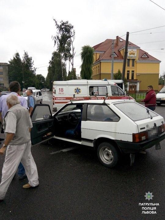 У Львові трапилась ДТП за участю швидкої: є постраждалий, фото-1