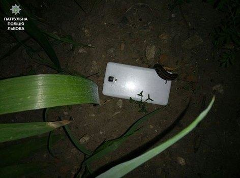 У Львові двоє чоловіків із ножем напали на львів'янку та поцупили в неї мобільний телефон (ФОТО), фото-1, ФОто: прес-служба патрульної поліції Львова