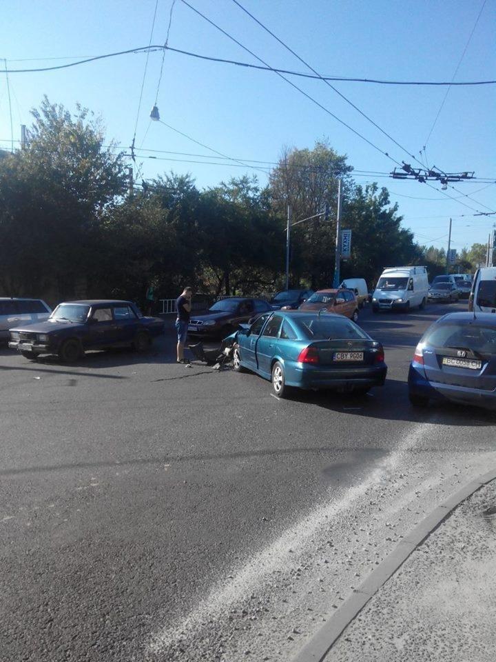 У Львові не розминулися два автомобілі: фото з місця ДТП , фото-2, Фото: прес-служба патрульної поліції Львова