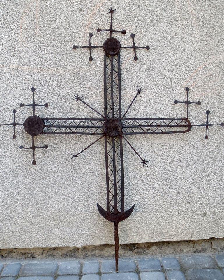 У львівському скансені замінили старовинний хрест, фото-2