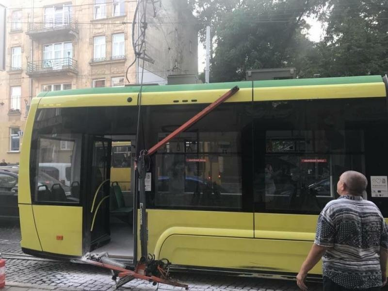 Біля Стрийського ринку загорівся новий трамвай «Електрон»: фото з місця події, фото-2