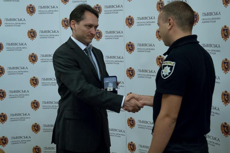 Патрульні, які звільнили заручників у психлікарні, отримали нагороди, фото-2, фото: прес-служба Львівської ОДА