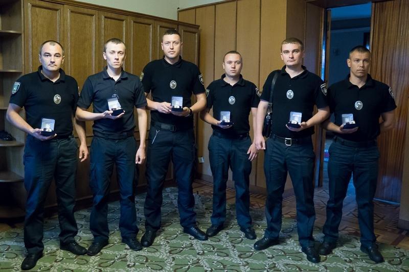Патрульні, які звільнили заручників у психлікарні, отримали нагороди, фото-3, фото: прес-служба Львівської ОДА