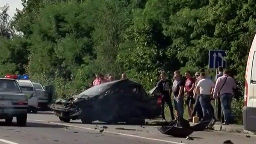 Камери спостереження зафіксували чоловіка схожого на Димінського за кермом Mercedes перед ДТП. Фото, фото-3