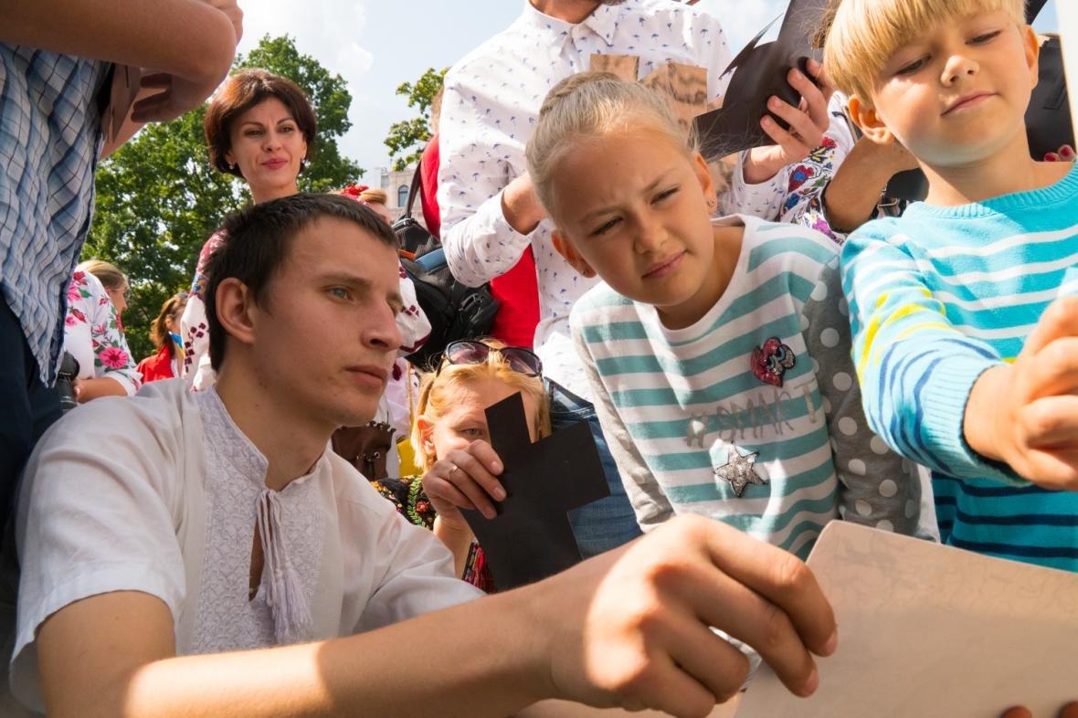 Як у центрі Львова створювали велике панно на історичну тематику: фоторепортаж, фото-6
