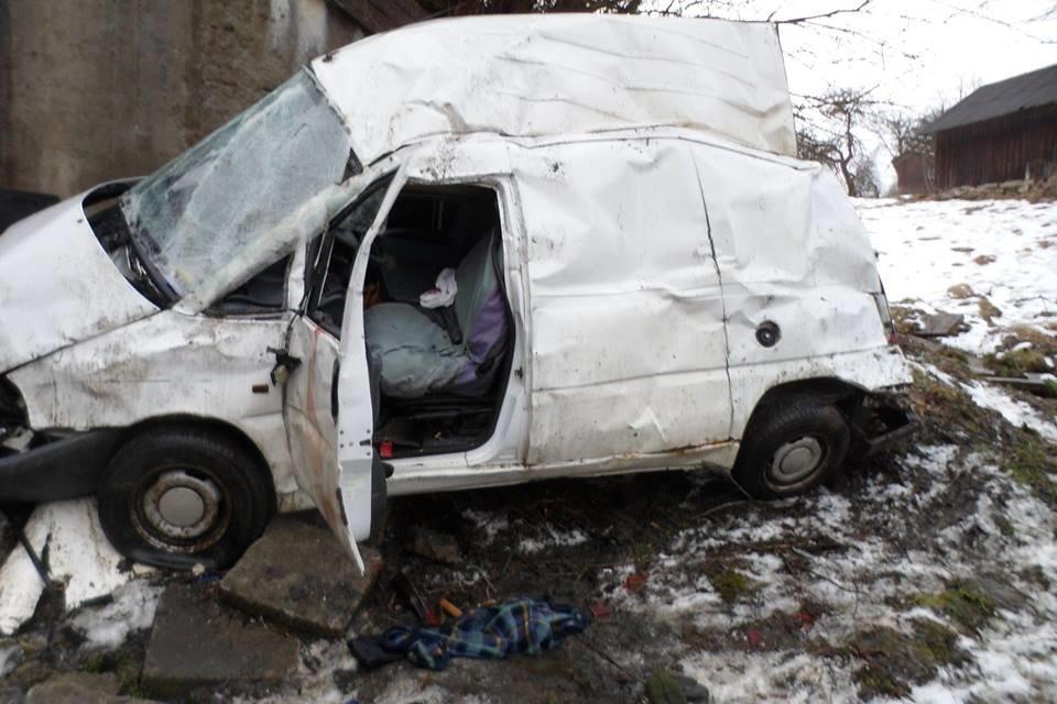З'явилися фото з місця аварії на Львівщині, у якій загинув 22-річний водій легковика, фото-1, Фото: ГУ Нацполіції Львівщини