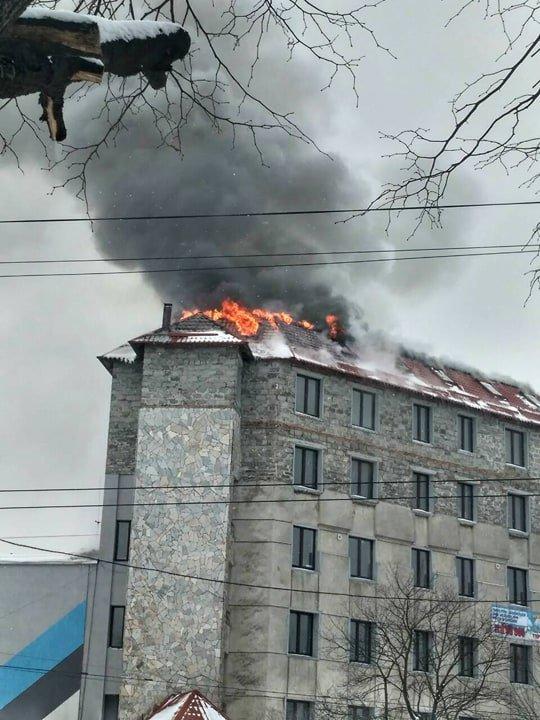 У Львові горить дах багатоповерхового будинку на вулиці Зеленій. Фото, фото-2, Фото: патрульна поліція Львівщини