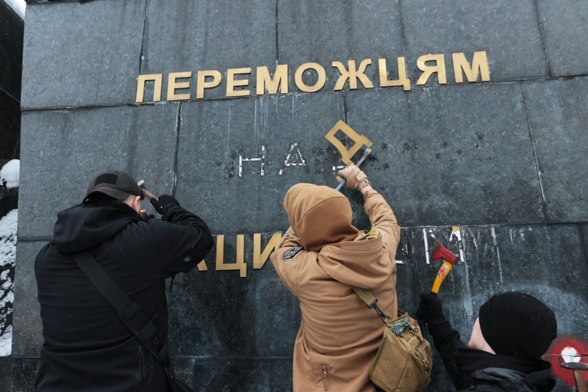 У Львові невідомі сплюндрували Монумент Слави на вулиці Стрийській. Фото, фото-3, Фото: zaxid.net