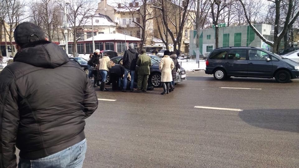 Поблизу готелю «Львів» сталася ДТП: є потерпілі. Фото, фото-2, Фото: Ігор Зінкевич/Facebook.com