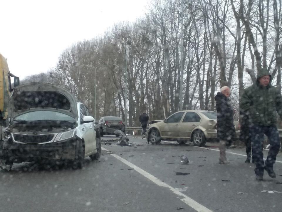 На трасі «Київ-Чоп» сталася аварія за участі трьох легковиків та вантажівки: є постраждалі. Фото , фото-4, Фото: Ігор Зінкевич/Facebook.com