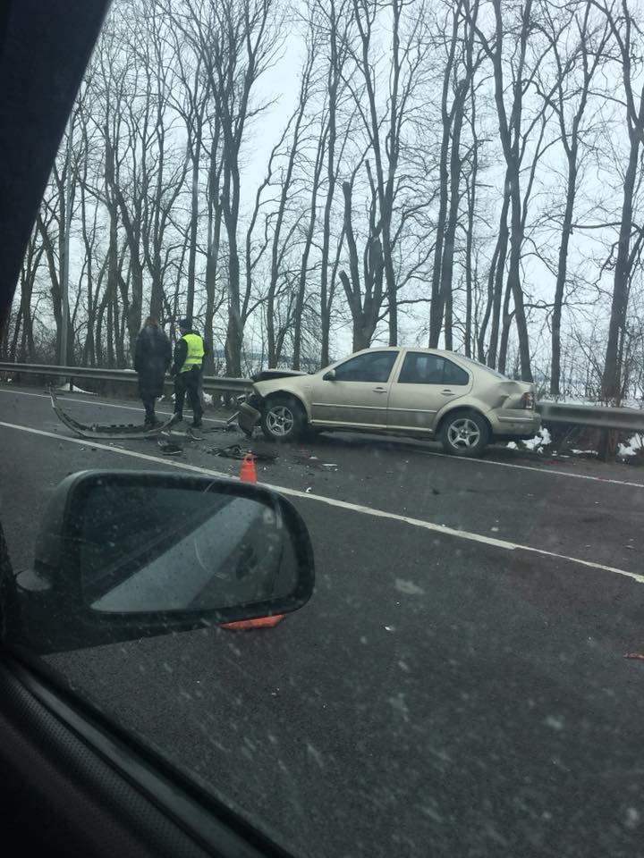 На трасі «Київ-Чоп» сталася аварія за участі трьох легковиків та вантажівки: є постраждалі. Фото , фото-3, Фото: Ігор Зінкевич/Facebook.com