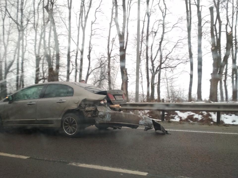 На трасі «Київ-Чоп» сталася аварія за участі трьох легковиків та вантажівки: є постраждалі. Фото , фото-2, Фото: Ігор Зінкевич/Facebook.com