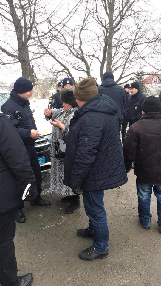 Мешканці Зимної Води перекрили трасу через закриття лікарні. Фото, фото-2, Фото: Варта-1/Facebook