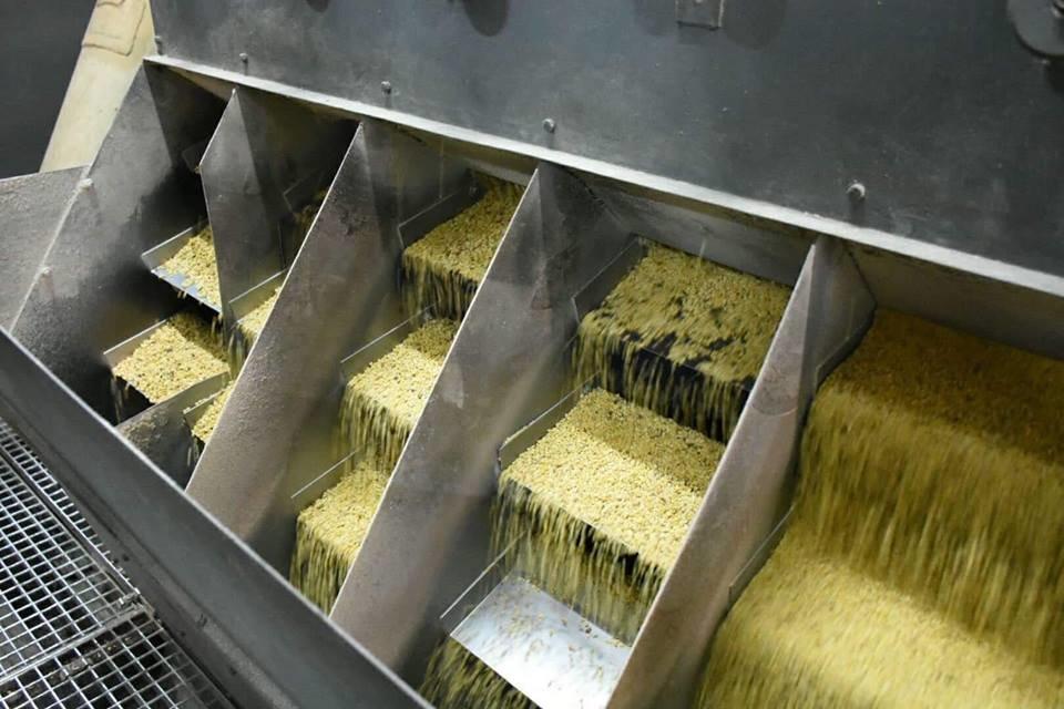 завод, який виготовляє рафіновану соняшникову олію