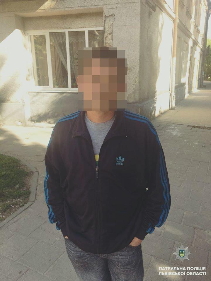У Львові поліцейські затримали чоловіка, який поцупив телефон у пасажира маршрутки , фото-1