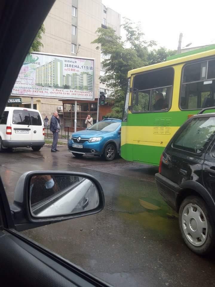 Ситуація на дорогах Львова: Зелена в заторах через ДТП. ФОТО, фото-2, Фото: Ігор Зінкевич