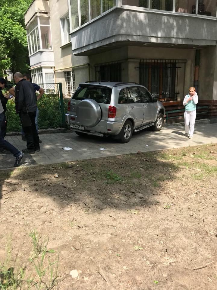 У Львові водійка, автомобіль якої в'їхав у будинок на Стрийській, померла у лікарні, фото-3