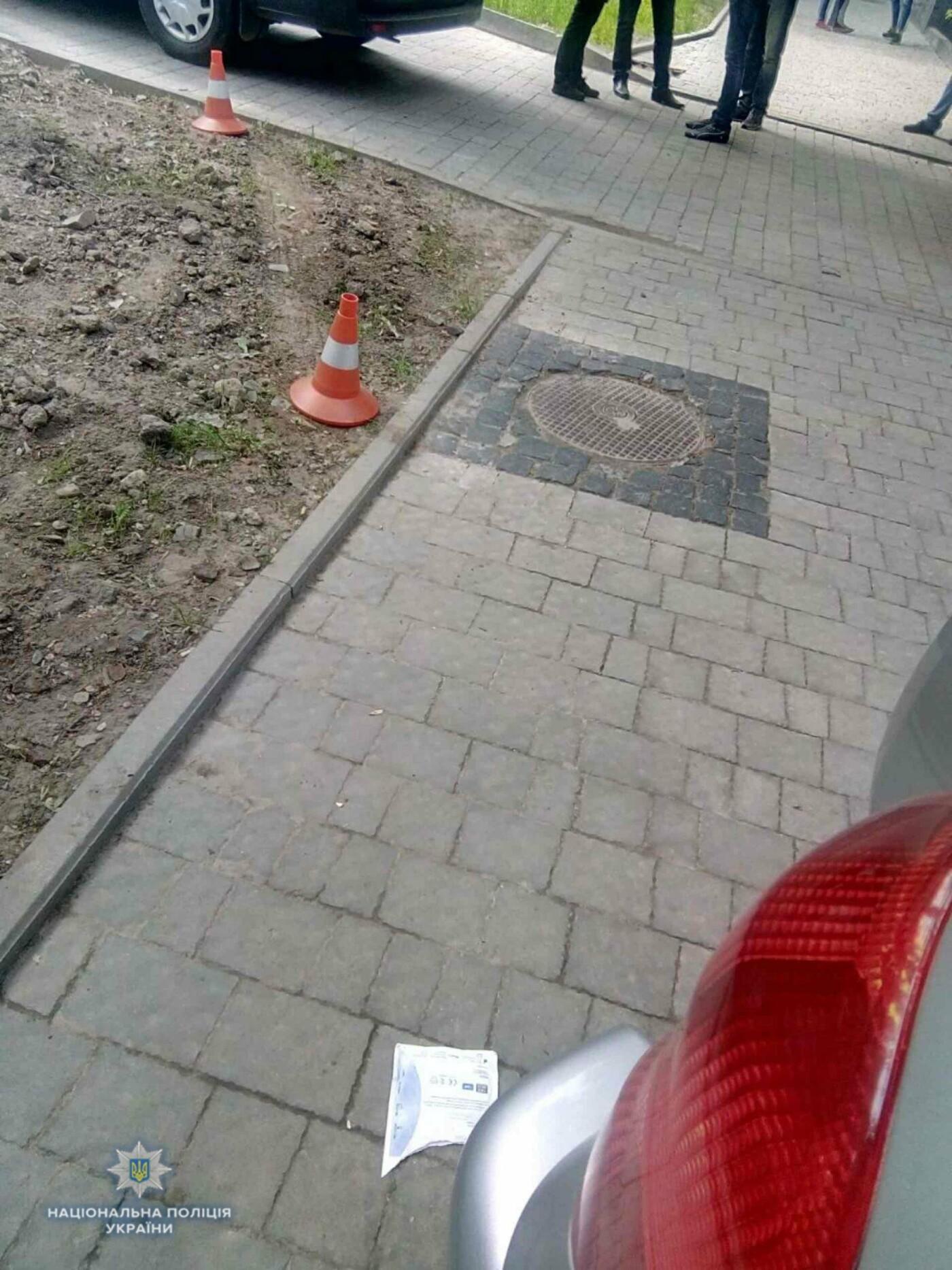 У Львові водійка, автомобіль якої в'їхав у будинок на Стрийській, померла у лікарні, фото-2