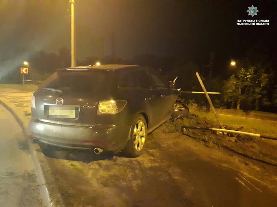 У Львові нетвереза водійка розтрощила автівку об паркан, - ФОТО, фото-1