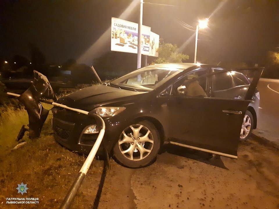 У Львові нетвереза водійка розтрощила автівку об паркан, - ФОТО, фото-2