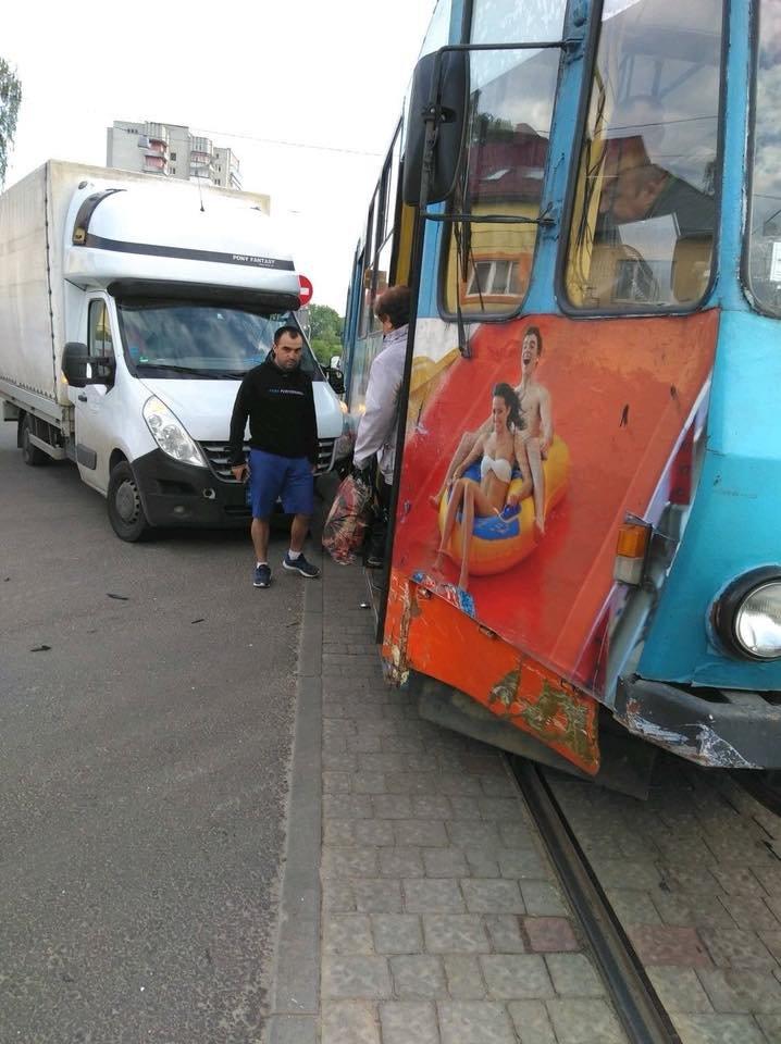 У Львові не розминулися фургон та трамвай, - ФОТО , фото-2, Фото: Ігор Зінкевич/Facebook.com