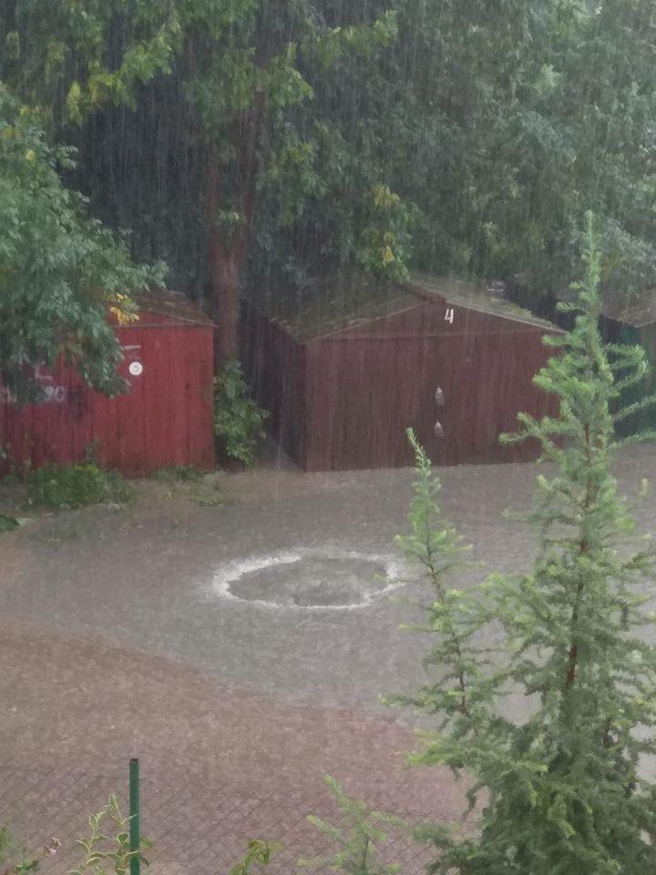У Львові масштабна злива зупинила рух транспорту й затопила вулиці, - ФОТО, фото-2