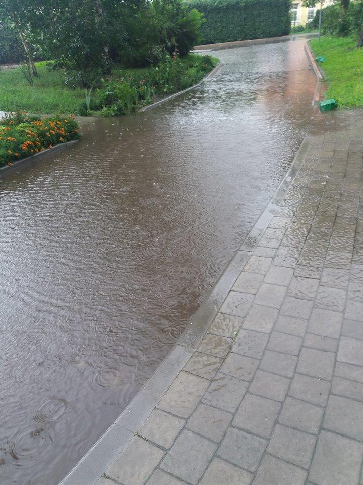 У Львові масштабна злива зупинила рух транспорту й затопила вулиці, - ФОТО, фото-9