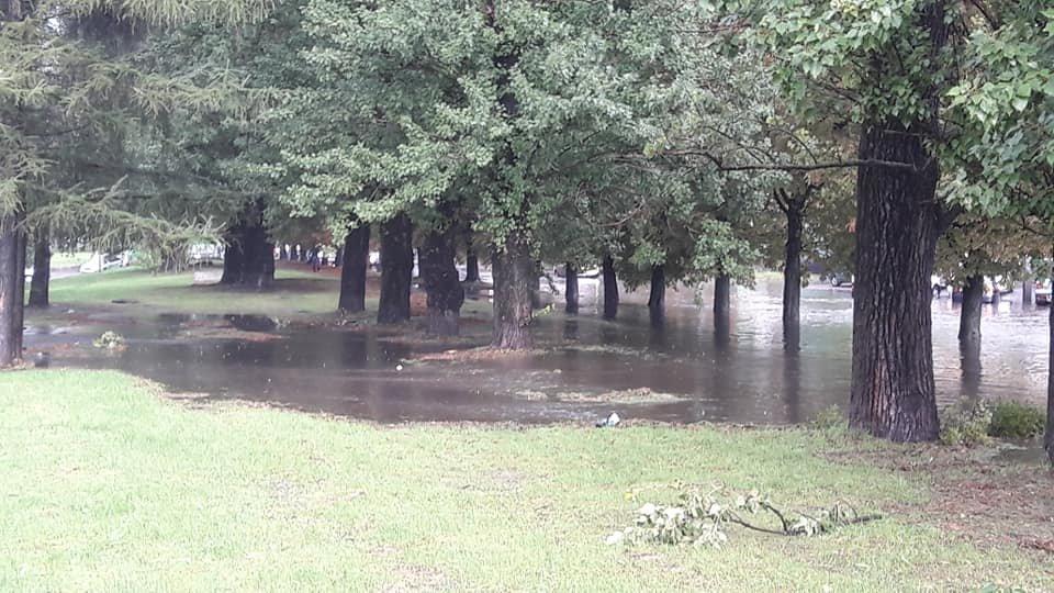 У Львові масштабна злива зупинила рух транспорту й затопила вулиці, - ФОТО, фото-21