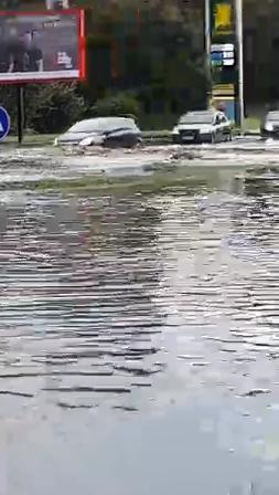 У Львові масштабна злива зупинила рух транспорту й затопила вулиці, - ФОТО, фото-11