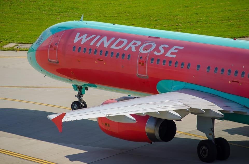 У львівському аеропорту через пробите колесо літака затримали рейс до Анталії, фото-1