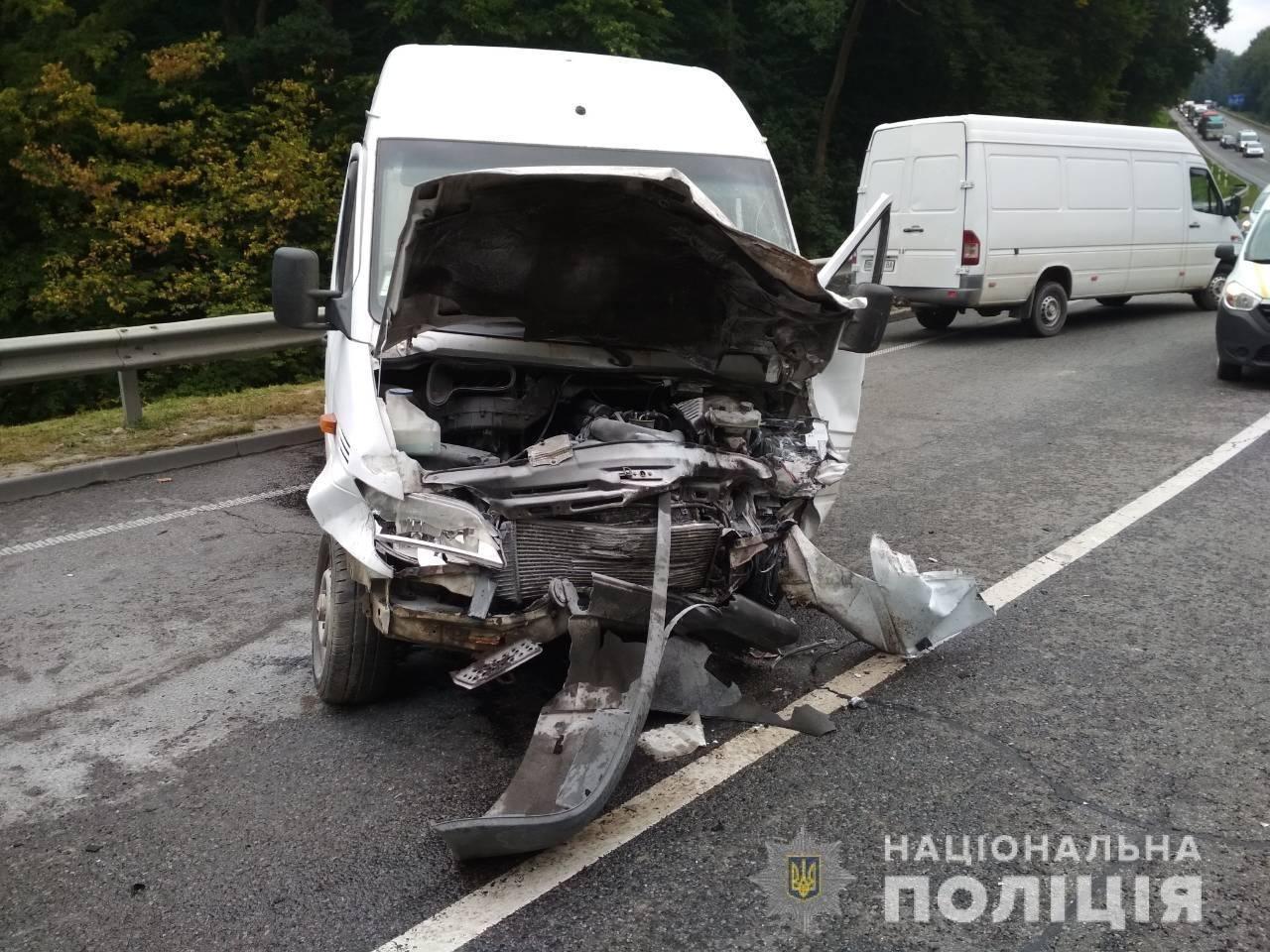 Поблизу Львова сталося моторошне зіткнення двох автомобілів: є постраждалі, - ФОТО, фото-2