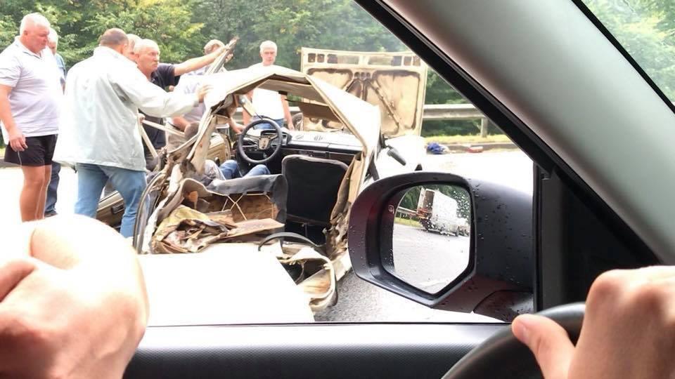 Поблизу Львова сталося моторошне зіткнення двох автомобілів: є постраждалі, - ФОТО, фото-5, Фото: Варта-1/facebook