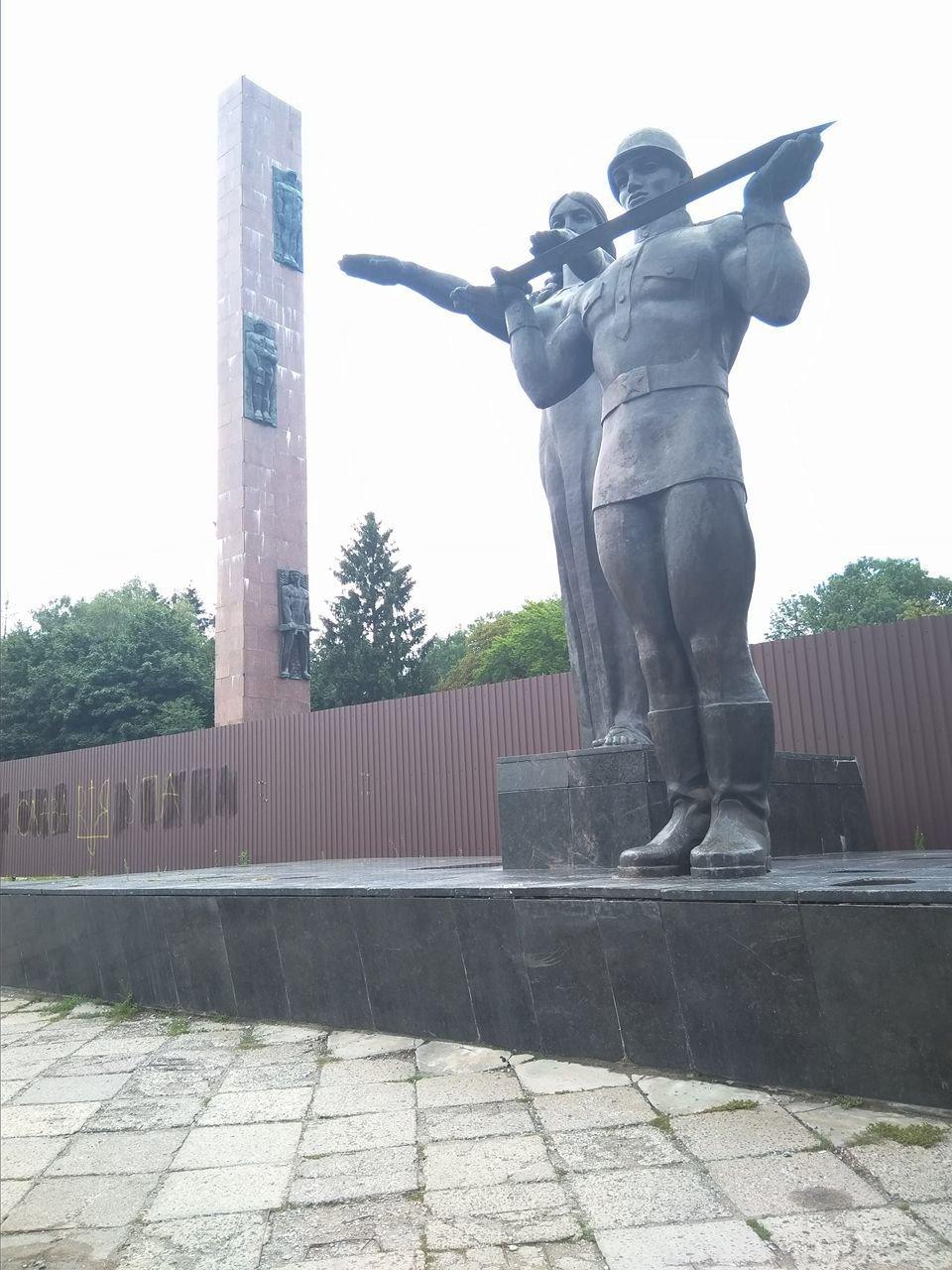 У Львові оголосять тендер на демонтаж стели Монументу Слави, фото-1