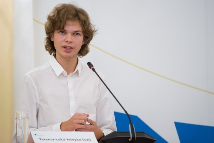 Львівський школяр переміг у міжнародному конкурсі молодіжних дебатів, фото-1