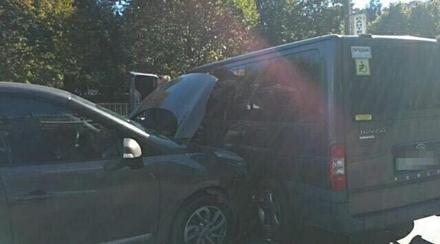 На вулиці Пасічній у Львові зіткнулися два автомобілі: постраждала 3-річна дитина, - ФОТО, фото-1, Фото: Варта-1