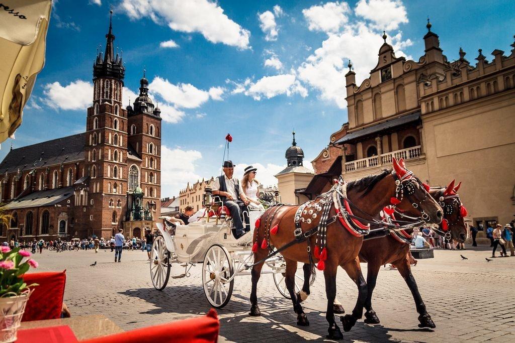 10 бюджетних напрямків, куди можна полетіти зі Львова у листопаді, фото-1
