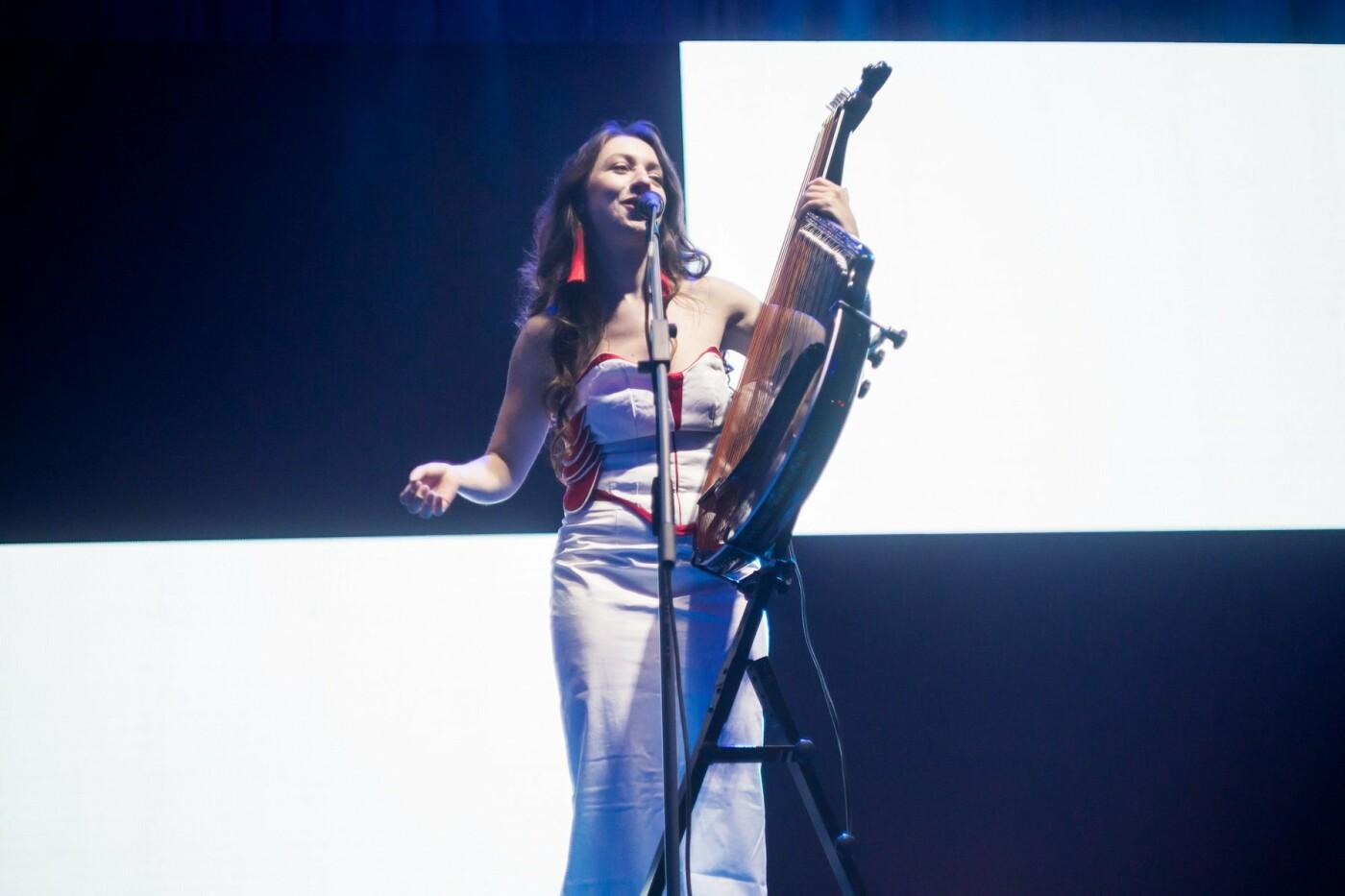 """Вокалістка гурту """"Troye Zillia"""" - про пісню зі звуками космосу, концерт у темряві та попит на сучасну бандуру, фото-5"""
