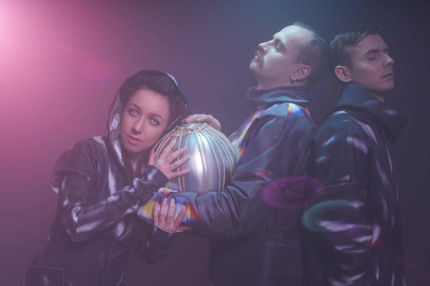 """Вокалістка гурту """"Troye Zillia"""" - про пісню зі звуками космосу, концерт у темряві та попит на сучасну бандуру, фото-3"""
