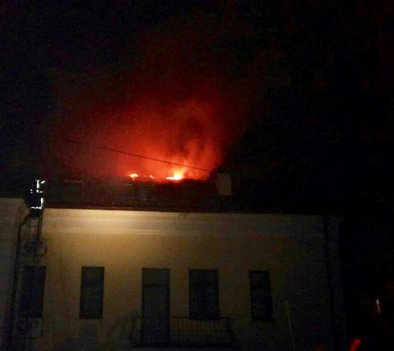 У Львові сталася пожежа на даху відділення ПриватБанку, - ФОТО, фото-1, Фото: Ігор Зінкевич/Facebook.com